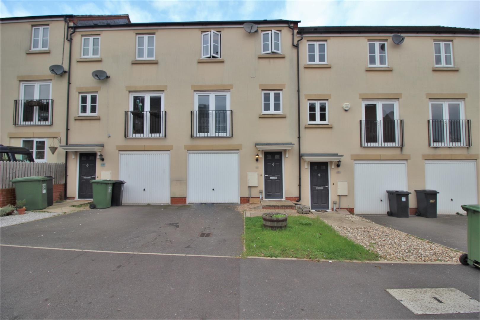 3 Bedrooms Terraced House for sale in Dixon Close, Redditch